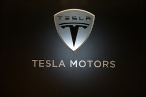 Tesla pulls staff from Berlin on virus fears