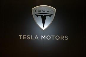 Baterií je nedostatek, většinu spolkla Tesla