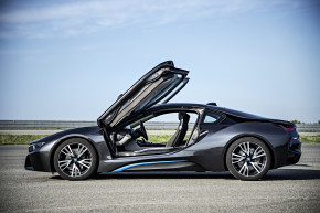 BMW launches i8 plug-in hybrid
