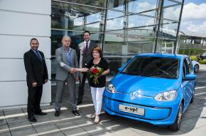 Porsche Brno prodala první Volkswagen e-up! v ČR