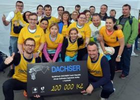 Dachser předal šek nadaci Světluška