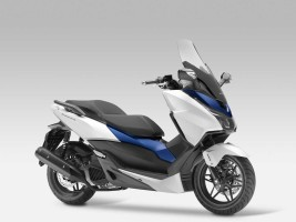 Honda začala prodávat skútr Forza 125