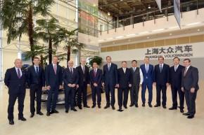 Premiér Sobotka kontroloval výrobu škodovek v Číně