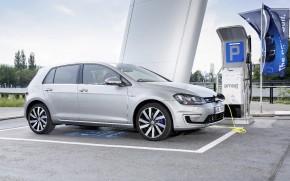 VW Golf GTE umí 100 km na 1,5 litru benzínu