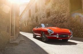 Jaguary zaparkují v Arkádách Pankrác