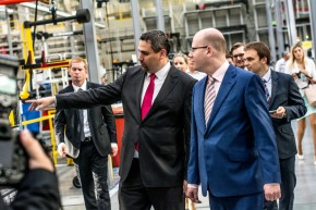Premiér Sobotka na exkurzi v KION Stříbro