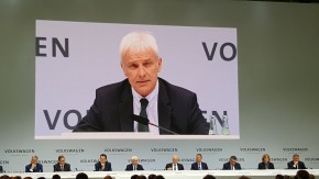 Mueller says VW not ruling out talks with FCA