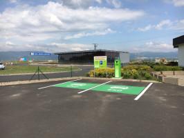 ČEZ zrychlí dobíjení elektromobilů na 45 stanicích