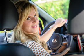 Dvě třetiny českých žen prý řídí bezpečněji než muži