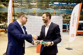 ČEZ ESCO předal elektromobily Praze