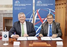 Ministr podepsal deklaraci o polygonu BMW
