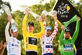 Tour de France winner celebrates with Škoda glass trophy