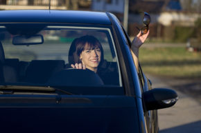 Žena v autě zveřejnila výsledky ankety
