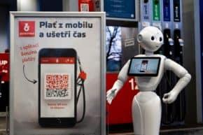 Robot Pepper představil mobilní aplikaci Benziny