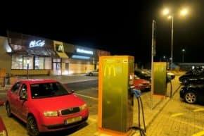 Na elektřinu od ČEZ letos objely elektromobily 138krát Zemi