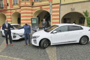 Mělnický tendr na elektromobily vyhrál ČEZ