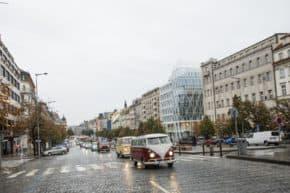 Centrem Prahy projelo 120 Transporterů